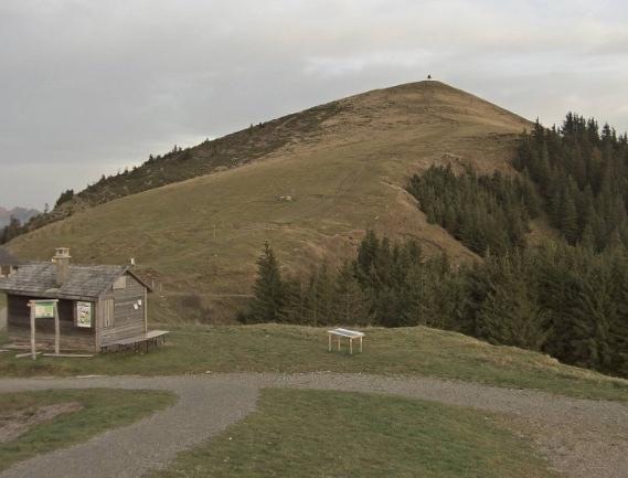 La Berra, sommet à 1719 m (3m pour le cône somital)